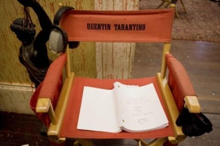 Ein Stuhl, ein Buch, kein Regisseur (Bild: Sony Pictures)